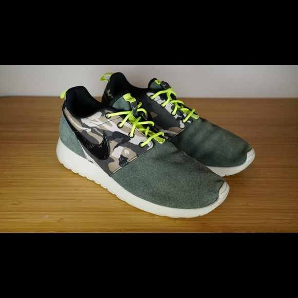 new york a few days away best sneakers Nike Roshe Run Camo athletic Shoes Youth Size 6.5Y